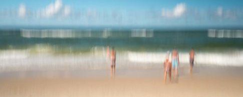 sylt am strand beim baden